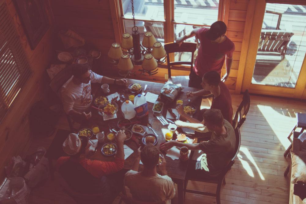 Photographie colocation en train de manger